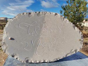 Gravure sur pierre Calligraphie style libre