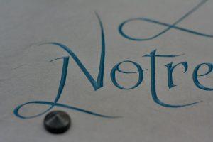 Détail Calligraphie fantaisie peinture bleu-vert