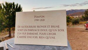 Plaque en pierre gravée Police Trajan Pierre de Tavel beige