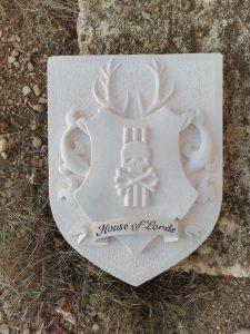 Sculpture pierre écusson