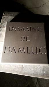 Pierre de comblanchien, lettre capitale romaine, sans peinture