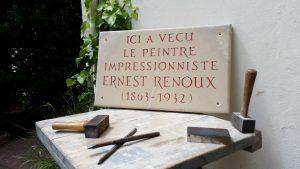 Gravure pour maison d'artiste, marbre de Tavel, lettres romaines peintes en rouge