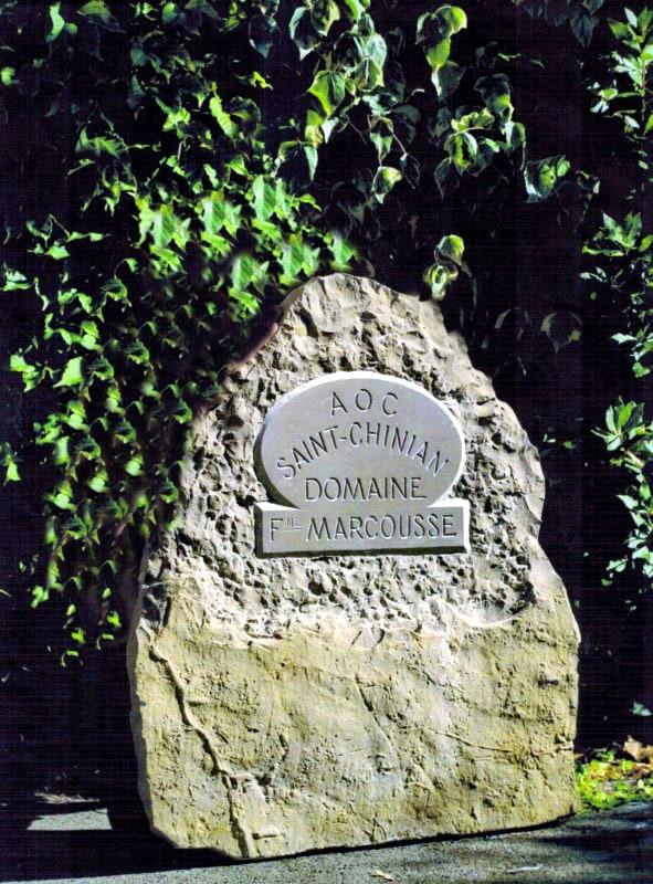 Gravure signalétique (enseigne) pour domaine viticole, pierre froide de Montdardier, Larzac (calcaire dur)