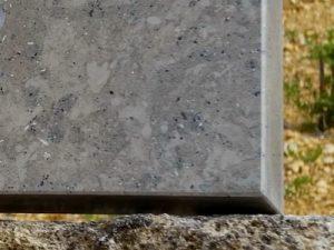 plaque de pierre à bords droits